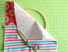 Learn how to make hoop organizers in minutes with this DIY tutorial. These organizers are perfect to tuck away your little things neatly and in style. You may use it to store you sewing or quilting supplies or anything else you wish. Yeast Biscuits, Scrap Material, Easy Diy Gifts, Make Your Own, How To Make, Coordinating Colors, Love Sewing, Diy Embroidery, Sewing Notions