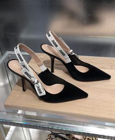 Pantofi dama Piele Miatoli rosiiTalk about making a statement. Wear these and you don't have to talk about t - Dior Boots - Trending Dior Boots. Dr Shoes, Crazy Shoes, Cute Shoes, Me Too Shoes, Shoes Heels, Cristian Dior, Zapatos Shoes, Mode Inspiration, Coco Chanel