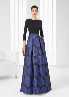 Designer Rosa Clará creates dreamy wedding and evening gowns for women seeking that elusive blend of elegance, allure and sophistication. Beautiful Dresses, Nice Dresses, Formal Dresses, Couture Fashion, Hijab Fashion, Gala Dresses, Stylish Dresses, Dream Dress, Dress Skirt