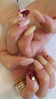 Keeping you finger and toe nails clean is not the matter of making them good looking only. Fabulous Nails, Gorgeous Nails, Pretty Nails, Amazing Nails, French Nails Glitter, Fancy Nails, Gold Nail, Hot Nails, Hair And Nails