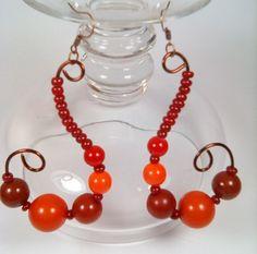 Cercei Feuilles d'automne din margele si sarma de cupru Handmade Jewelry, Pearl Earrings, Pearls, Pearl Studs, Handmade Jewellery, Beads, Jewellery Making, Diy Jewelry, Bead Earrings