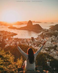 E esse nascer do sol no Rio, hein?😍🙏🏻👏🏻💥🔝☄️👀❤️ 📷 @douglas.r.j ⠀ ⠀ ⠀ Sigam / Follow:⠀ 🚩@4cantosturismo⠀ 🇧🇷@destinoelugares⠀⠀… Girl Photography Poses, Travel Photography, Travel Pictures, Travel Photos, Brazil Travel, Foto Pose, Travel Aesthetic, Adventure Is Out There, Beach Photos