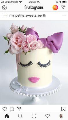 Fruit Birthday Cake, Birthday Cakes For Women, Beautiful Cakes, Amazing Cakes, Makeup Cakes, Fashionista Cake, Buttercream Decorating, Fashion Cakes, Cake Decorating Tutorials