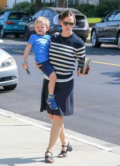 52137339 Actress and busy mom Jennifer Garner was seen taking her kids, Violet, Seraphina and Samuel Affleck, to church in Los Angeles, California on July 31, 2016. FameFlynet, Inc - Beverly Hills, CA, USA - +1 (310) 505-9876