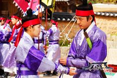 176003189_L.jpg (500×333)Sungkyunkwan Scandal (Hangul: 성균관 스캔들) is a 2010 South Korean fusion historical dramaabout a girl who disguises herself as a boy while attending Sungkyunkwan, the Joseon Dynasty's highest educational institute, where no women were allowed.  it stars Park Yoochun, Song Joong-ki, Yoo Ah-in, andPark Min-young.] It aired on KBS2 from August 30 to November 2, 2010 on Mondays and Tuesdays at 21:55 for 20 episodes.
