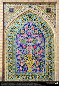 Arte_islámico_–_Azulejos_y_mosaicos_islámicos_(Kashi_Kari)_realizados_en_paredes,_techos,_cúpulas,_minaretes_de_las_mezquitas_y_edificios_islámicos.45_3.jpg (2589×3761)