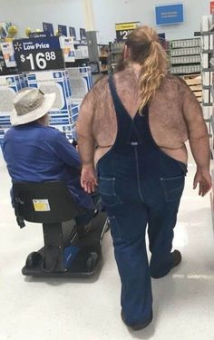 Women'S overalls at walmart - funny pictures at walmart fashion fail, funny fashion, weird Funny Walmart Pictures, Walmart Funny, Go To Walmart, Only At Walmart, Wierd Pictures, Weird People At Walmart, Meanwhile In Walmart, Funny People, Fashion Fail