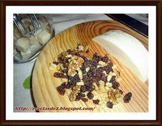 CONSERVA DE QUESOS EN ACEITE   Esta es una receta que os servirá paraaprovechar los trozos de queso que se van a poner secos o para daros ...