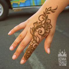 Henna Flower Designs, Henna Designs Feet, Latest Henna Designs, Finger Henna Designs, Mehndi Designs For Hands, Simple Mehndi Designs Fingers, Basic Mehndi Designs, Mehndi Designs For Beginners, Mehndi Design Photos