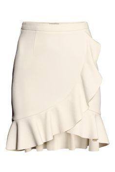 H&M Ruffle Skirt in Natural White Frill Skirts, Cute Skirts, Ruffle Skirt, Dress Skirt, Ruffle Trim, Ruffles, H&m Fashion, Fashion Outfits, Womens Fashion