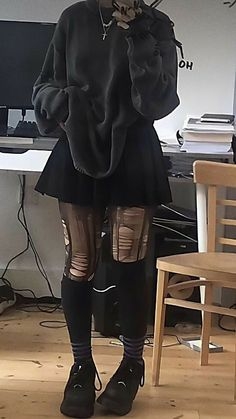 Indie Outfits, Adrette Outfits, Retro Outfits, Cute Casual Outfits, Cute Goth Outfits, Pastel Goth Outfits, Gothic Outfits, Soft Grunge Outfits, Black Skirt Outfits