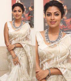 Amala Paul in Gaurang Shah Saree Saree Jewellery, Beaded Jewellery, Silver Jewellery, Jamdani Saree, Modern Saree, Amala Paul, White Saree, Simple Sarees, Indian Wedding Outfits