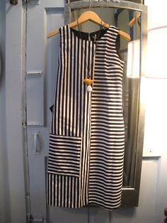 Patched stripe dress - get a patterned and a solid one. Cut each just below the waist, and switch. Simple Dresses, Casual Dresses, Fashion Dresses, Summer Dresses, Kurta Designs, Blouse Designs, Linen Dresses, Cotton Dresses, Dress Making Patterns