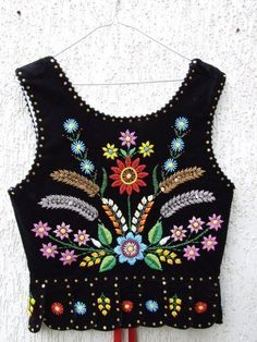 Folk Embroidery Red thread - embroidery and needlework Polish Embroidery, Folk Embroidery, Hand Embroidery Designs, Embroidery Patterns, Polish Folk Art, Folk Clothing, Folk Costume, Embroidery Techniques, Traditional Outfits