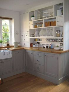 Awesome 48 Easy Kitchen Design Ideas For Small Spaces. More at https://homedecorizz.com/2018/04/14/48-easy-kitchen-design-ideas-for-small-spaces/