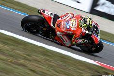 MotoGP Assen 2015 | Circuitpics.nl, je eigen circuitfoto's voor een scherpe prijs! Motogp, Cool Pictures, Racing, Car, Running, Automobile, Auto Racing, Autos, Cars