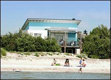 Origineel slapen in een luxe strandvilla direct aan het IJsselmeer
