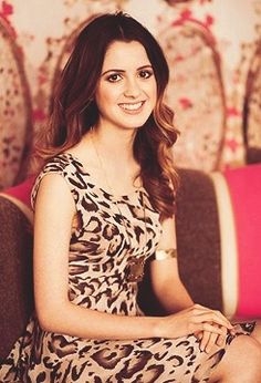 Laura Marano love her clothes on Austin&Ally and she is sooo pretty.!