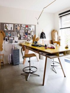 INSEKT bureau +WORK (standing desk with storage under table surface)