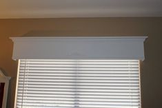diy wood valance tutorial - thinking about for my living room Wood Valence, Wooden Window Valance, Wooden Cornice, Window Cornices, Valance Window Treatments, Custom Window Treatments, Cornice Box, Box Valance, Cornice Boards