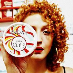 """Vídeo novo! """"Inoar Divine Curls – Resenha e Aplicação""""  Corre lá: youtube.com/KarinaViegaAB Espero que gostem <333  #acordabonita #inoar #cachos #cacheada #nopoo #cachosbra #cachosestilosos #intimasdaray #amoracobreado #cabelocurto #cabelocolorido #naturallycurly #curlyhair #naturalhair #howtobearedhead"""