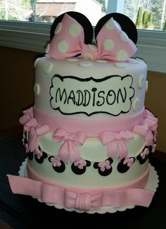 Minnie Mouse Cake - bows, bows and more bows. This is one of my favorite cakes I have created.
