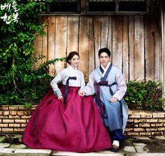 전통적인 색감이 살아있는 #신랑신부한복 #hanbok #dress #couple #snap #wedding #pattern #design #newlywed #autumn #natural #picture #결혼한복 #한복디자인 #작품한복 #전통한복 #베틀한복 #한국 #한국패션 #결혼 #웨딩사진 #옷스타일 #고전 #결혼식 #웨딩스냅 #웨딩촬영 #웨딩촬영한복