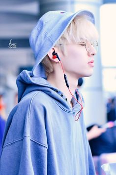 Jae / That remebers me on this Photo from V with those headphones Jae Day6, Korean Bands, South Korean Boy Band, Extended Play, Rapper, Park Jae Hyung, Young K, Cute Actors, Boyfriend Material