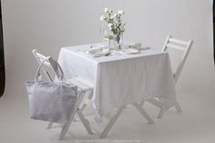 Find a white picnic table, and white picnic items online. Complete items for your Diner en Blanc event in your city. Buy picnic items for outdoor dining.