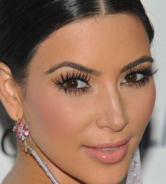 Kim Kardashian has a look. And that perfectly polished, lush, done-to-the-nines appearance inspires serious obsession among her fans. We asked her for her exact beauty routine—with these 10 tips, you'll be keeping up with one Kardashian. Kim Kardashian Makeup Looks, Kim Kardashian Eyebrows, Kim Kardashian Wedding, Kardashian Beauty, Kardashian Photos, Kardashian Style, Kim K Makeup, Beauty Makeup, Hair Beauty