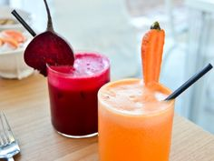 Fresh fruit and vegetable juices . Red , yellow and green. Red Juice Recipe, Red Fruit, Fresh Fruits And Vegetables, Crunches, Us Foods, South Africa, Nom Nom, Healthy Lifestyle, Healthy Eating