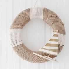 Perfect for beach chic style or just a fun fresh spring wreath. Love the little sailboat with the gold stripes. Nautical Wreath, Nautical Rope, Nautical Craft, Seashell Wreath, Nautical Style, Coastal Style, Rope Crafts, Beach Crafts, Diy Crafts