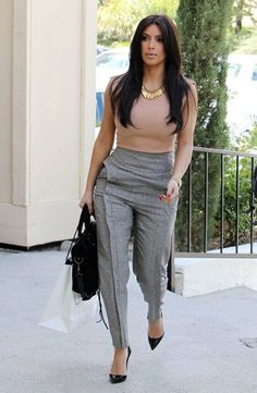 What To Wear With Grey Pants At Work is part of Kim Kardashian business Attire - Let's see how to match grey pants outfit The key is the colour combination A colour pallet needs to be assimilated to understand what to wear with grey pants Casual Work Outfits, Business Casual Outfits, Business Attire, Office Outfits, Work Casual, Classy Outfits, Office Attire, Office Wear, Outfit Work