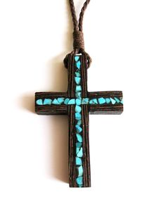 Wenge cross necklace inlaid with turquoise por NikibarsNatureArt