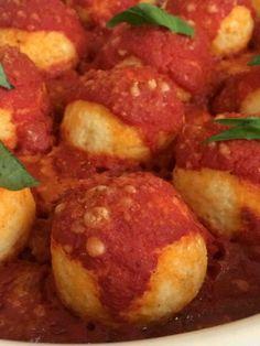 Polpette di ricotta al forno Polpette di ricotta: una ricetta vegetariana leggera ma ricca di sapore. Con un piacevole equilibrio tra il dolce del latte va. La ricetta vegetariana: Polpette di ricotta light