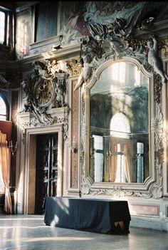 Huge Ornate Mirror and Architecture I Love Mirrors, Old Mirrors, Vintage Mirrors, Beautiful Mirrors, Beautiful Homes, Mirror Mirror, Ornate Mirror, Huge Mirror, Decorative Mirrors