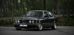Model BMW E21 323I