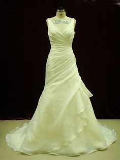 Hey, I found this really awesome Etsy listing at https://www.etsy.com/listing/198080514/ultra-flattering-organza-pleated-wedding