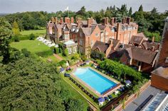 Tylney Hall, Hampshire, has to be one of the most elegant and romantic wedding venues in the South of England.