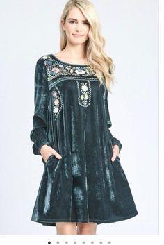 Room Swing, Velvet Dresses, Dress Designs, Pakistani Dresses, Boutique Clothing, Kurti, Exotic, Victorian, Couture