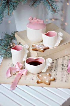 A Beautiful Pink Christmas Coffee Love, Coffee Art, Coffee Break, Coffee Cups, Tea Cups, Brown Coffee, Gif Café, Good Morning Coffee, Coffee Photography