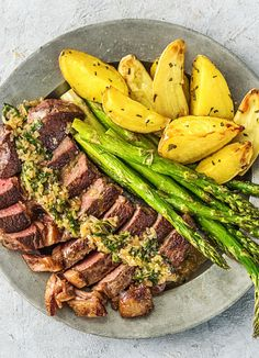 Rib-Eye Steak Béarnaise with Rosemary Potatoes and Asparagus | More easy steak recipes on hellofresh.com