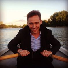 From today's @esmagofficial piece, here is @ thomas hiddleston rowing a boat… pic.twitter.com/XAZKIT1Dqc