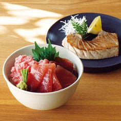 三崎のメバチマグロを使用。漬け丼やねぎとろ丼、ステーキなど、まぐろづくしを満喫。