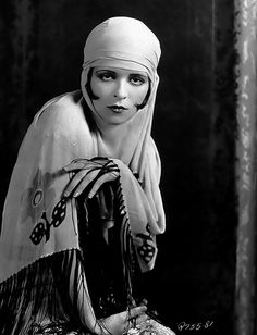 Clara Bow, 1920s.  I coulda been her in my previous life.
