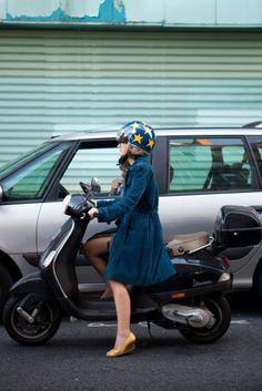 Girls on scooters - I like the helmet
