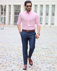 Pink Shirt Outfit Pictures how to wear a hot pink dress shirt with blue dress pants for Pink Shirt Outfit. Here is Pink Shirt Outfit Pictures for you. Pink Shirt Outfit picture of with light pink shirt sandals and crossbody bag. Indian Men Fashion, Mens Fashion Wear, Suit Fashion, Trajes Business Casual, Business Casual Men, Men Casual, Casual Attire, Formal Dresses For Men, Formal Men Outfit