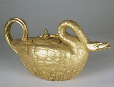 Théière en forme de cygne  Paris, Dagoty,Vers 1810  Porcelaine  Sèvres, Cité de la céramique, MNC25081