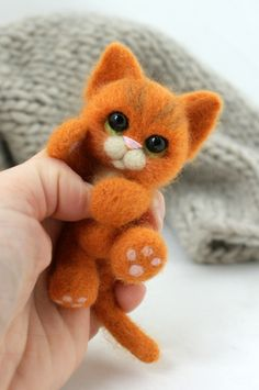 Needle Felted Animals: Chick Series – Armature and Wrapping by Sarafina Fiber Art – Needle Felting Needle Felted Cat, Needle Felted Animals, Felt Animals, Cute Animals, Felt Mouse, Felt Cat, Needle Felting Tutorials, Cute Stuffed Animals, Felt Hearts