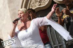 Jazz Gitti in voller Action bei ihrem Konzert beim Stadtfest in Korneuburg. www.stadtfest-korneuburg.at